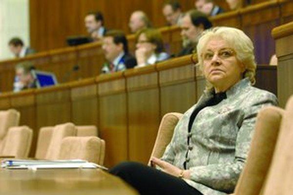 Poslanci parlamentu by dnes mali hlasovať o návrhu z dielne ministerky Viery Tomanovej, ktorý má umožniť výstup z druhého piliera bez úradne overeného podpisu občana.