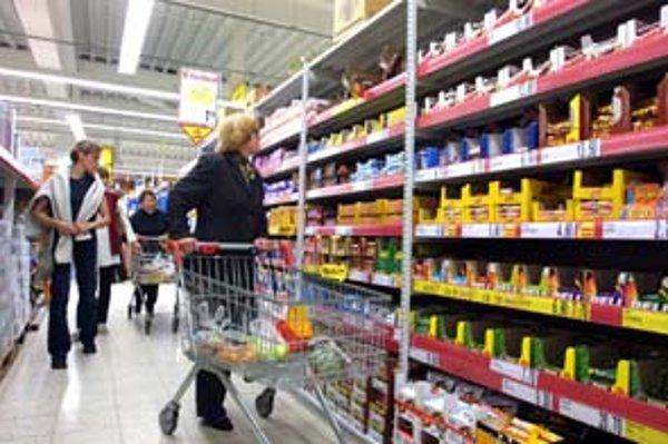 Vláda chce po rozhodnutí o prijatí eura priamo kontrolovať, či to obchodníci nevyužijú na neprimerané zvyšovanie cien predovšetkým základných potravín.