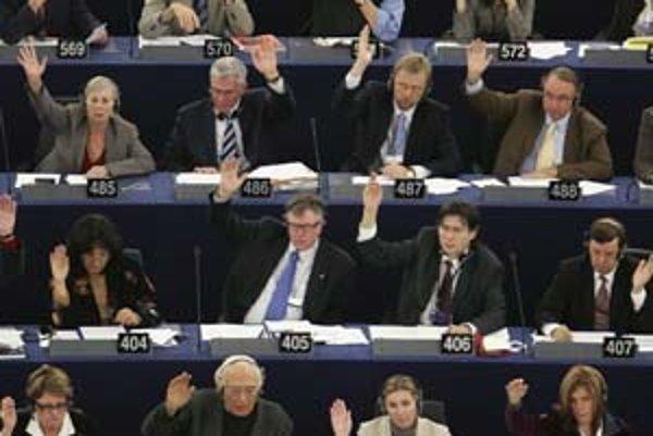 Európsky parlament pri prijímaní nových členov do eurozóny nemá rozhodujúce slovo. Ak by však jeho súhlas chýbal, môže to ovplyvniť rozhodnutie niektorých lídrov EÚ.