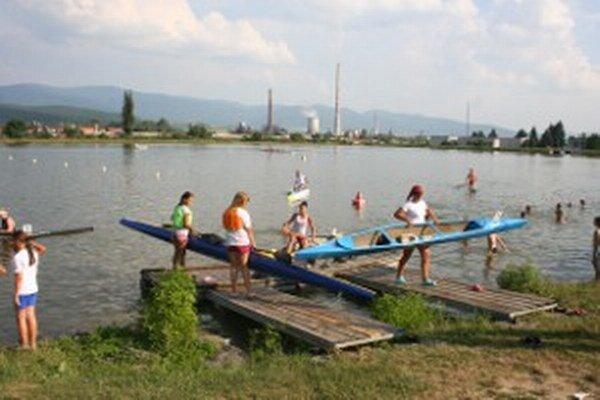 Novácki kanoisti by mali trénovať vo vynovenej lodenici, poslanci na to odklepli 200-tisíc eur.