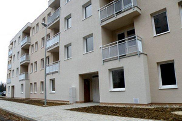 Nájomníci sa už môžu do bytovky sťahovať.