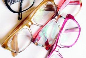 Rámy okuliarov. Mám doma celú zbierku, aby mi vždy ladili s oblečením.