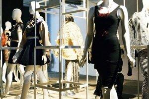 Medzinárodná výstava módy 2014, LondýnInštalácie modelov.