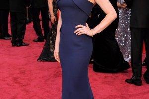 Amy Adamsová bola nominovaná za úlohu vo filme Špinavý trik, v ktorom si zahrala po boku Christiana Balea.