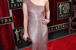 Emilia Clarke na odovzdávaní hereckých cien v Los Angeles.