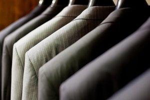 Kvalitné obleky sú základom manažérskeho šatníka.