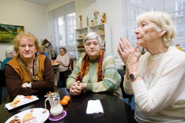 Mnohí seniori žijú stále aktívne.