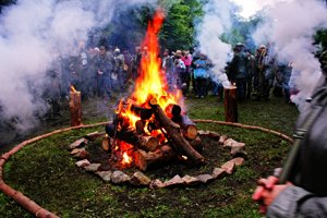 Takto vyzerá kruh čistoty. Nesmie doň vstúpiť nikto okrem človeka, ktorý je poverený udržovaním ohňa.