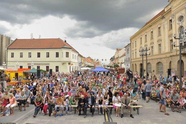 Milovníci folklóru sa schádzajú priamo v centre mesta.