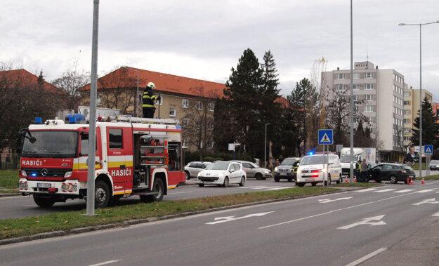 Následky odstraňovali hasiči.