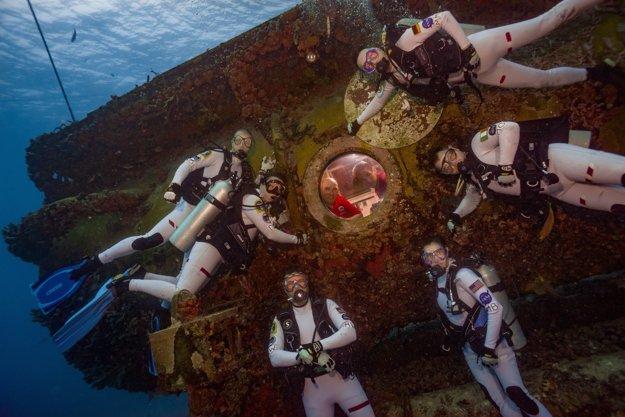 21. júla začali aquanauti svoju simulovanú vesmírnu misiu NEEMO 21 18,8 metra pod hladinou Atlantického oceánu.