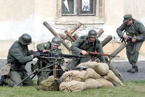 Expanzné zbrane sú populárne aj pri historických rekonsštrukciách bojov.