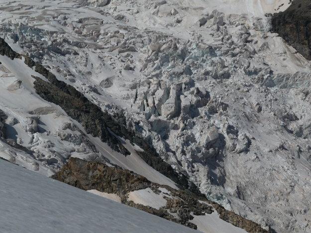 Opäť to tak nevyzerá, ale tie najväčšie ľadovcové seraky majú veľkosť nákladiaka.