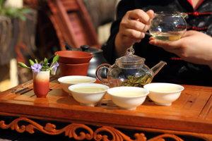 Obchodník by mal vedieť o predávanom čaji čo najviac, vrátane času i miesta zberu.