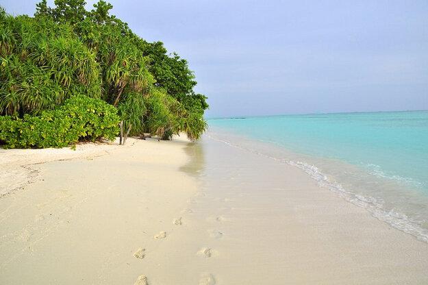 Na Maldivoch si užijete pokoj a romantické pláže.