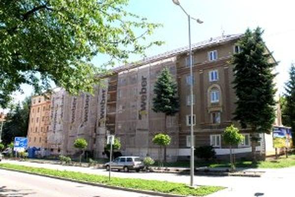 Budovy na Ulici 29. augusta sa menia vďaka zatepľovaniu.