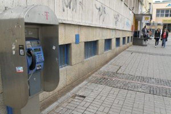 Pri pošte v centre Prievidze zostane automat zatiaľ zachovaný.