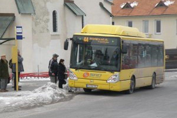 Mestská doprava je z roka na rok menej využívaná.