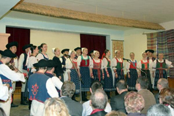 Úvodné vystúpenie súčasnej folklórnej skupiny Lubená z Poluvsia.