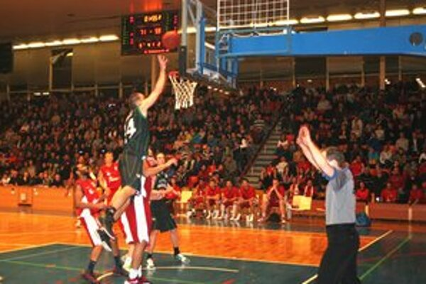 Hráči BC Prievidza predviedli proti Komárnu skvelú hru.