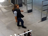 Polícia pátra po ženách zo záberov kamier.