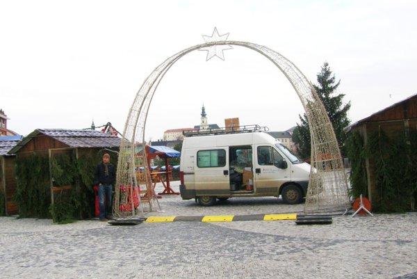 Vianočné mestečko v Nitre je už otvorené.