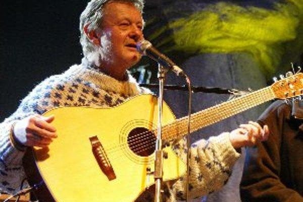 Český folkový spevák Vladimír Merta vystúpi v Galérii Velvet v Bojniciach 15. 12.