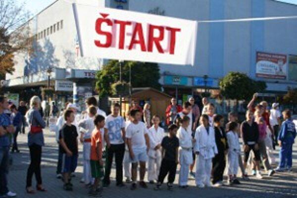Séria benefičných akcií na podporu ARO v bojnickej nemocnici pokračovala charitatívnym behom.