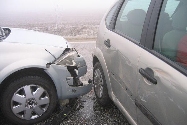 Hmla môže narobiť problémy najmä vodičom.