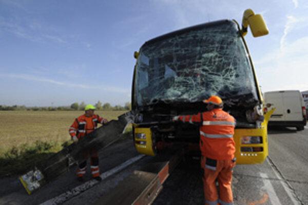 Autobus s deťmi z Prievidze mal nehodu.