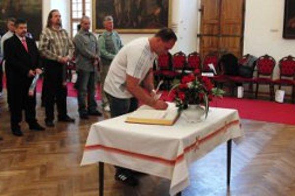 Darcovia krvi boli ocenení v priestoroch bojnického zámku.