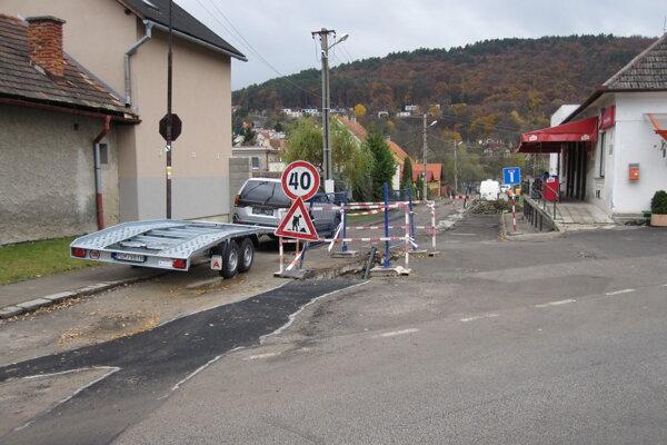 V Bojniciach opravujú cesty po dobudovaní kanalizácie.