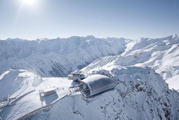 Reštaurácie Ice Q na vrchole Gaislachkoglu zaujala aj producentov Jamesa Bonda.
