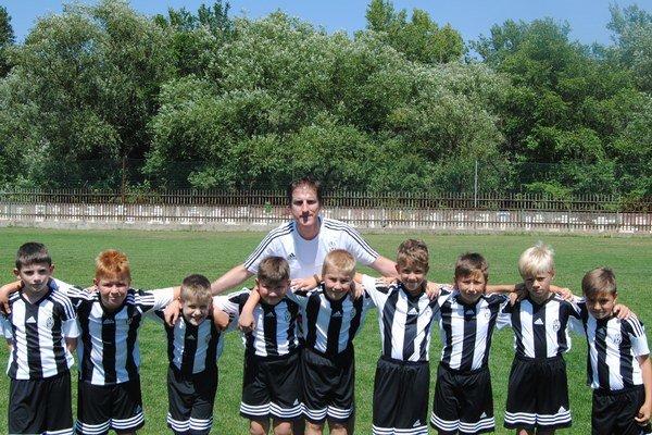 Kemp Juventusu na Slovensku. Tréner Alessandro Calcia so svojimi zverencami.