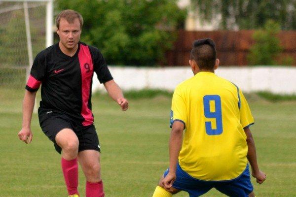 Prestúpil ku konkurentovi. Andrij Havryliv (vľavo) išiel zV. Kapušian do Strážskeho.