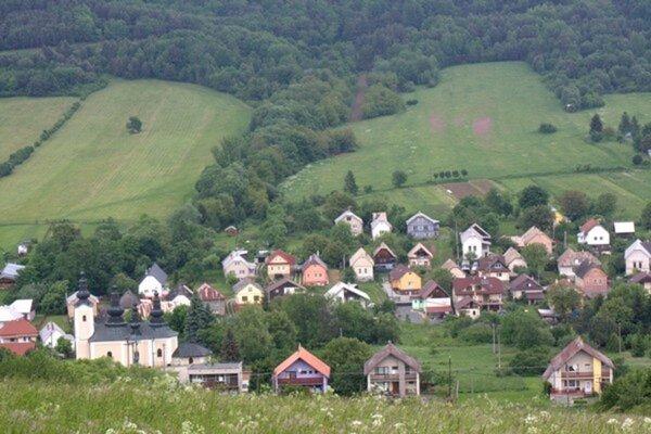 Obec Beloveža. Kradlo sa blízko cintorína.