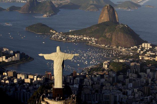 Socha Ježiša Krista dívajúca sa z hory Corcovado na Rio de Janeiro.