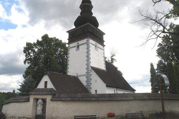 Ľudia si kostol v Porube môžu pozrieť pred a po omšiach alebo po predchádzajúcom dohovore.
