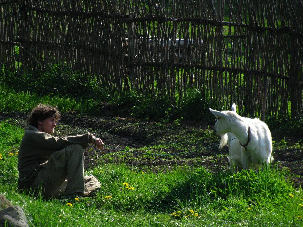 Nemecký študent pasie kozu na laze Sekier