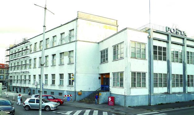 Priečelie budovy a bočnú fasádu dala pošta opraviť už pred dvomi rokmi.