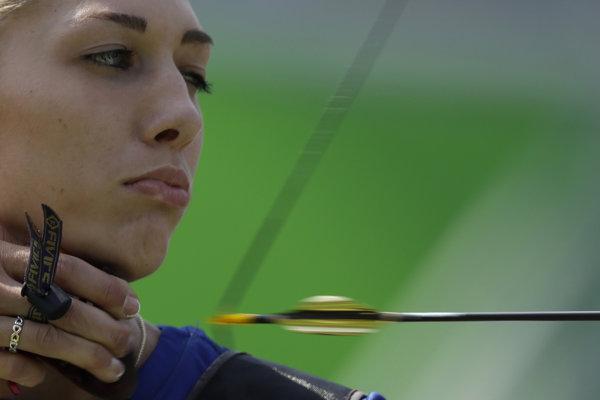 Alexandra Longová.