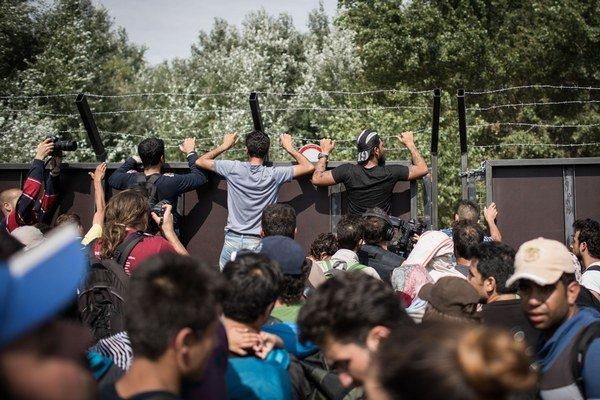 Utečenci pri hraničnom priechode Röszke.