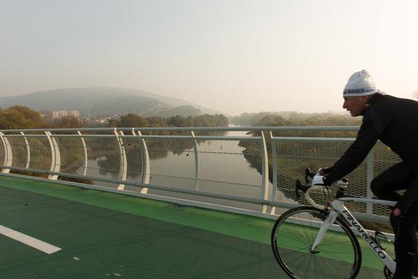 Cyklomost si v minulosti všimli aj zahraničné médiá, keď mal podľa internetového hlasovania dostať meno Most Chucka Norrisa.