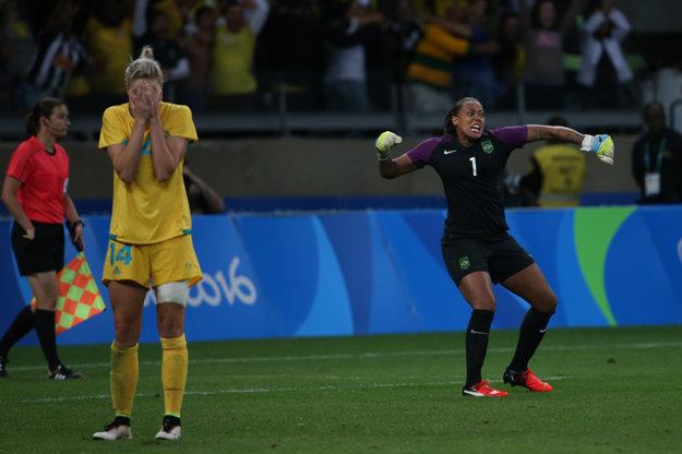 Brazíliu zachránila napokon brankárka Barbara. Teší sa zo zneškodnenej penalty.