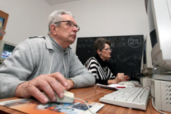 Mnohí seniori sa zaujímajú o najmodernejšie výdobytky doby.