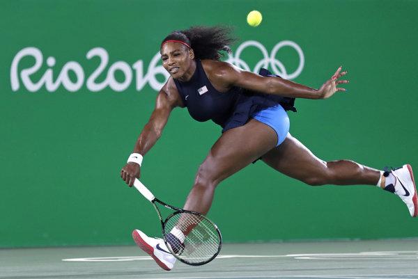 Je výborná tenistka. Všetci však hľadia na jej proporcie.