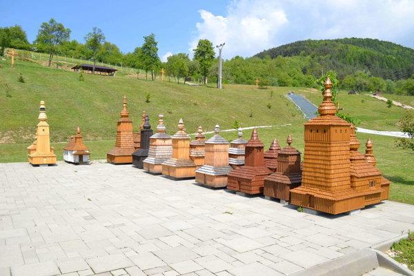 Vďaka nórskym fondom pribudli do miniskanzenu v Ľutine nové miniatúry chrámov.