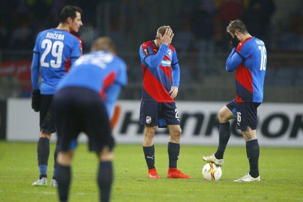 Futbalisti Plzne sa trápili, 60 minút hrali v oslabení.