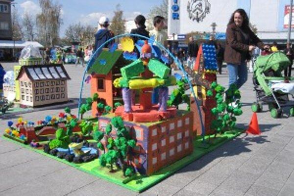 Deti stavali svoje vízie eko mesta z odpadov.