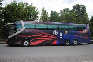 FC Barcelona na Slovensku. Autobus slávneho futbalového klubu možno vsúčasnosti často stretávať aj na našich cestách.